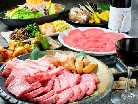 各地の厳選和牛や備前黒毛和牛、旬の地元野菜が楽しめる落ち着いた雰囲気の焼肉店。