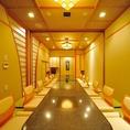 【水無月 壱・弐・参】純和風な掘り炬燵の完全個室。茶室のようなにじり口をくぐれば、お客様だけのご会食空間がお出迎え。中人数から大人数様までのご会食・ご宴会にご利用頂ける人気の個室です。