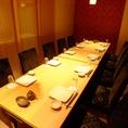 【18名様用 テーブル式完全個室】中規模の宴会にオススメの完全個室。飲み放題付コースを各種ご用意。お手頃に旬の味覚を味わえるコースから、豪華な食材・料理づくしの懐石コースまで、シーンや予算に合わせて選べます♪鮮や一夜自慢の海鮮・和食料理の数々を是非お召し上がりください!