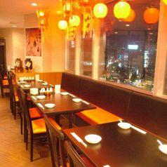ビルの7階だから、夜景も見えます♪ご友人とのパーティに最適!コース料理も豊富にご用意しております。開放的なお席でゆったりとお食事をどうぞ♪新宿・新宿三丁目での宴会は上海酒場 新宿三丁目店へ!