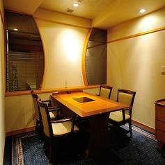 【長月】椅子テーブルの洋室タイプの完全個室。少人数様洋の一室。日常の忙しさを忘れて、じっくりと大切な時間をお過ごし頂けます。
