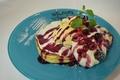 料理メニュー写真ミックスベリーのチーズクリームパンケーキ