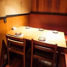 こちらのお席は、5名様用のBOXタイプです。会社帰りのちょい飲みに最適なお席となっております。もちろん完全個室な為、ワイワイと盛り上がれます!お席のみのご予約も承っております。神田で飲み会の際は、『麹蔵 神田店』をご利用ください!