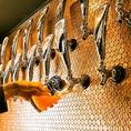 国内外の本格クラフトビール24種以上揃えております!!ビール好き大集合ですよ~☆オリジナルクラフトビール『Twodogs六本木ペールエール』550円~をお楽しみ下さい☆