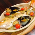 料理メニュー写真魚介の塩レモンアクアパッツァ