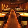 1F奥の1フロア貸切で55名様のご宴会が可能です。当店最大の規模のお部屋です。