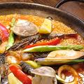 料理メニュー写真魚介とポルチーニのパエリア/地鷄ソーセージのイカスミパエリア/東京パエリア(白正油ベース)