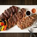料理メニュー写真熟成ステーキ盛り合わせ 彩り野菜添え 600g