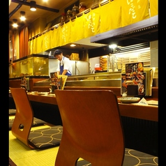 1階のカウンター席。常連様には人気のお席。目の前で板前が新鮮魚介をさばきます。