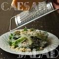 料理メニュー写真ペコリーノチーズとパルミジャーノのシーザーサラダ