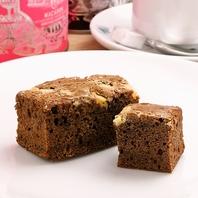 ティータイムには手作り焼き菓子とカフェを。