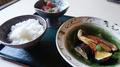 料理メニュー写真本日の煮魚とお刺身定食