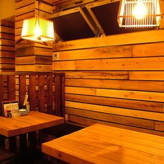 【テーブル席】入って奥にあるテーブル席です。2人から4人でのご利用におすすめです。