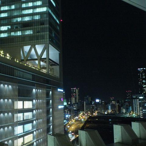店内から見える夜景。特別な日には夜景を眺めながら贅沢ディナーを…