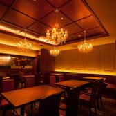 NYの高級レストランをイメージした店内空間。人数に合せてお席をご用意致します。