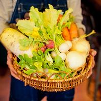『シェフが毎日市場で仕入れる新鮮野菜の数々』