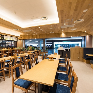 カフェ&ビアレストラン 宮 羽田空港店の雰囲気1