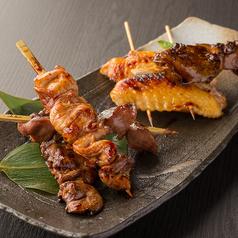 料理メニュー写真比内地鶏串焼き盛り合わせ (塩orタレ)