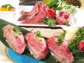 料理メニュー写真レアステーキ握り寿司風
