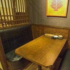 4名様テーブル席♪カップルやお友達と!シーンに合わせて様々なタイプのお席ございます。