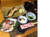 ぶり塩焼きと刺身御膳 昼食時1690円~注文頂いてから煮付けと焼きに調理いたします。