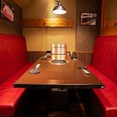 仕切りが高いのでまるで半個室のような空間のテーブル席。ご家族でのお食事やデートにもおすすめです!