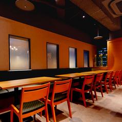 会社宴会や友人同士など幅広いご利用に最適のテーブル席/最大16名様ご利用可能