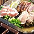料理メニュー写真鶏タタキ盛り合わせ