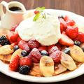 料理メニュー写真ミックスフルーツパンケーキ