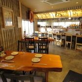 2~4名掛けのテーブル席が2つあります。2階席の宴会も最大12名OK!屋久杉を使用したオーダーメイドテーブル!