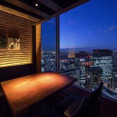 人気の夜景席。席数に限りが御座います。西新宿の夜景が一望できる完全個室居酒屋で繊細な和食と一緒に優雅にご宴会・接待・女子会・合コンをお楽しみ頂けます。西新宿 新宿西口の個室居酒屋で宴会、接待、和食をどうぞ。