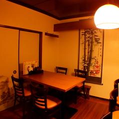 【2階・テーブル席】4名様~人数に応じてテーブル席をご用意!友人、同僚、カップル、家族同士との会食にピッタリ!