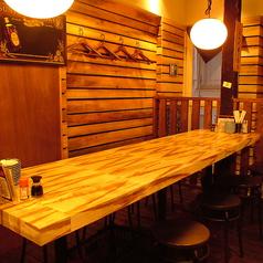 【テーブル席】入って奥にあるテーブルです。8名ほどでご利用頂けます。