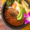 料理メニュー写真ハワイアン石焼ハンバーグロコモコ