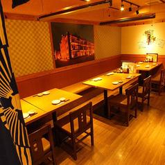 2~8名様用テーブル席。人数様に応じてご移動も可能です。ちょっとした集まりや仲間同士の飲み会などに是非ご利用ください◎