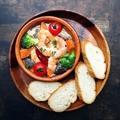 料理メニュー写真エビと野菜のアヒージョ