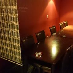 最大15名様までご利用いただけるテーブル席。