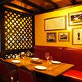 4名様~6名様席。人数の合わせてお席のご用意可能です。新宿で飲み会、宴会、女子会ならビラビアンキ 新宿サザンテラス店にお任せ!熟成肉のステーキと種類豊富なワインを味わえるイタリアンバルです。2h飲み放題付き宴会コースは3500円~楽しめます