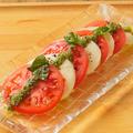料理メニュー写真トマトとモッツアレラチーズのカプレーゼ