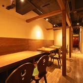 【3階】ベンチシートと椅子のテーブル席を[4名様×2卓/2名様×2卓]ご用意しております。席を繋げると12名様位までご利用頂けます。