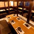 【広々としたテーブル席】会社宴会や歓迎会や送別会など大人数様のご宴会等あらゆる場面に活用できます!20名様~80名様までご対応可能です。ゆったりとご利用できる広々和モダンテーブル席をご用意♪貸切やご希望の座席レイアウトにもご対応可能ですので、お気軽にお問い合わせください♪