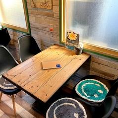 【4名様掛けテーブル】沖縄の雰囲気を味わいながらゆっくりとお過ごしいただけます!