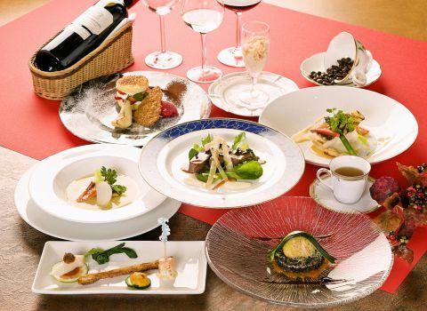 ゴージャスな空間と華やぎのフレンチが特別な日を演出します。大切な人とのお食事に。