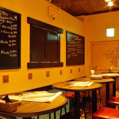 """当店一番人気【イタリアンバルコース】2時間の飲み放題付きコース。生ハム""""プロシュート""""とワインのおつまみ盛り合わせから始まり、メインは氷温熟成豚のローストとマテ茶鶏のグリル、自慢のナポリ風ピッツァ、自家製デザートは必食のおいしさ。日祝なら飲み放題は17時~22時まで最長5時間!"""