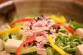 料理メニュー写真蒸し鶏と豆腐の胡麻サラダ(胡麻ドレッシング)