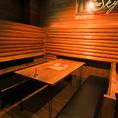 6名様用テーブル席×1、4名様用テーブル席×2、木の温もりを感じられる広々空間。