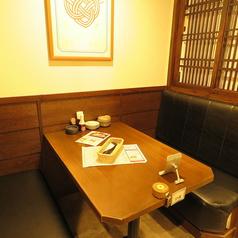 チョイ飲みから、ゆったりとした語らいの時間まで、シーンに合わせてご利用可★4名様テーブル席♪カップルやお友達と!