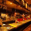 オープンキッチンのカウンター。ここもまた人気席です!