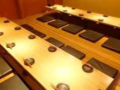 広々と使える4名様テーブルをご用意。連結も可能で少人数から団体様まで対応可能です。お気軽にお問い合わせ下さい。