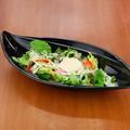 料理メニュー写真トマトのカプレーゼ/チーズたっぷり温玉シーザーサラダ